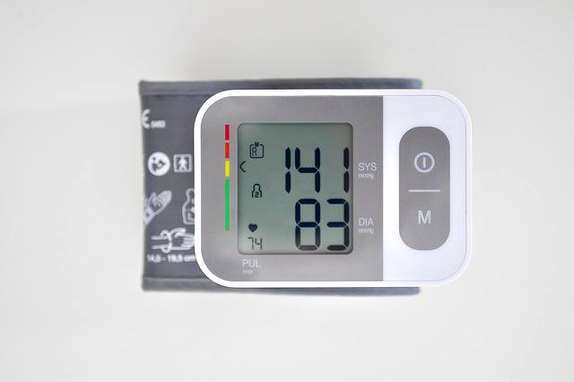misuratore di pressione con schermo ditigale