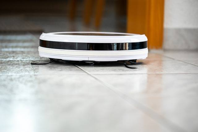 robot lavapavimenti di profilo
