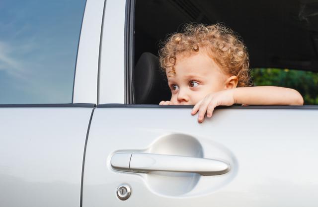 sicurezza macchine motore bambini