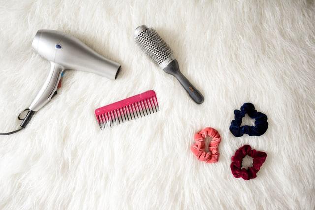 phon, spazzola e accessori per capelli
